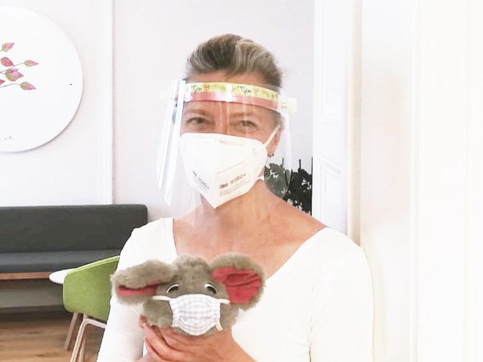 Dr. Wintersteller - Augenärztin Salzburg - Kinder Augenuntersuchung mit Maske